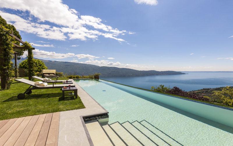 luxury-pool